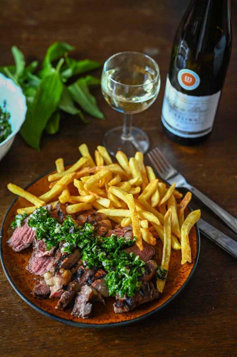 Bärlauch Gremolata mit Pommes, Steak und Weißwein